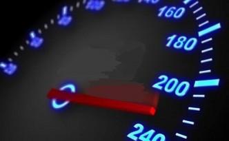 tachimetro-con-freccia-e-ad-alta-velocita-in-movimento